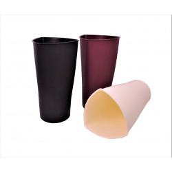 Vaza de plastic cu gura triunghiulara