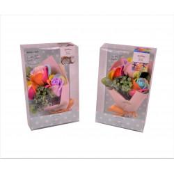 Aranjament parfumat din trandafiri de sapun multicolori