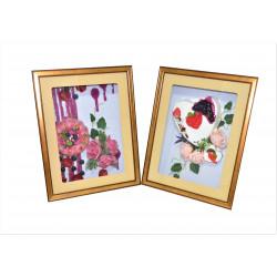 Tablou de lemn dreptunghiular mare cu aranjament din flori de sapun si dulciuri