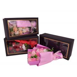 Buchet din flori de sapun in cutie cu capac transparent